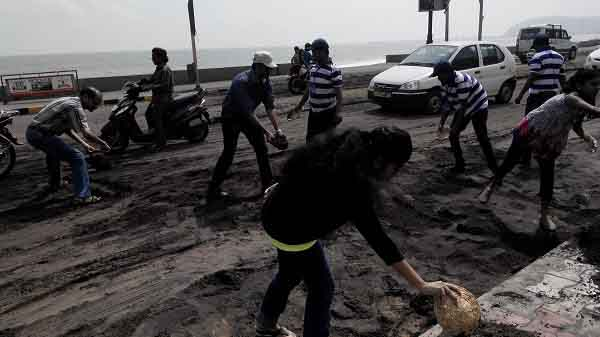 After Hudhud Cyclone People Came Together To Clean Vizag