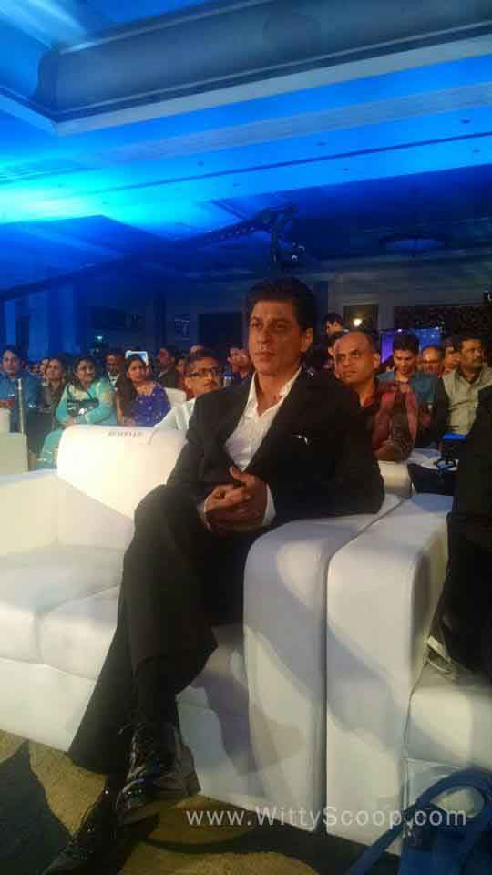 SRK, Deepika Padukone & HNY Team at PC Jeweller Gold Rush