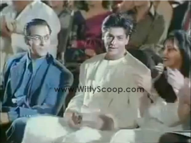Golden Moment: Shah Rukh Khan Hands His Award To Salman khan (1998)