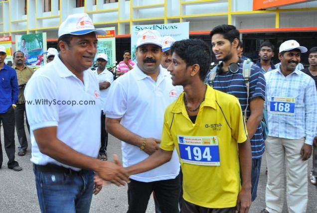 Prakash Raj Flagged Off Syndicate Bank Udupi Half Marathon