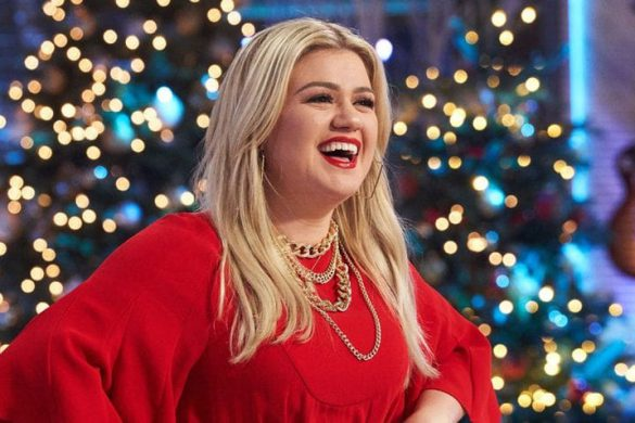 Kelly Clarkson Shares Awkward Holiday Situations Amid Divorce With Brandon Blackstock