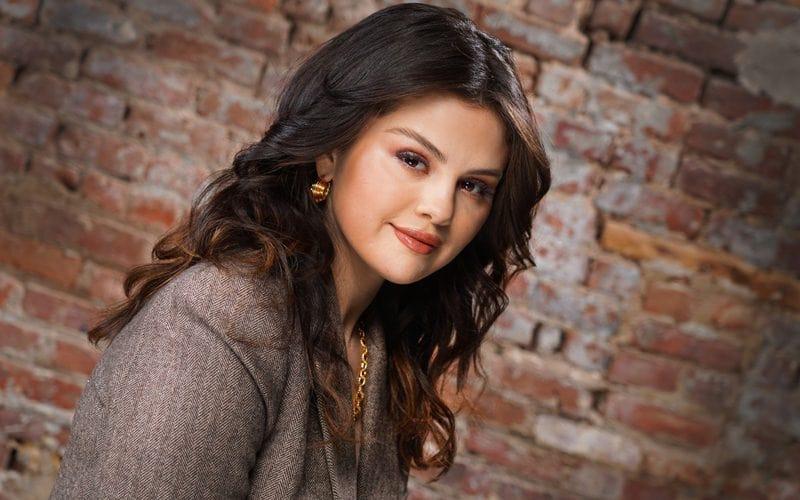 Selena Gomez Talks About Spanish 'Revelación'