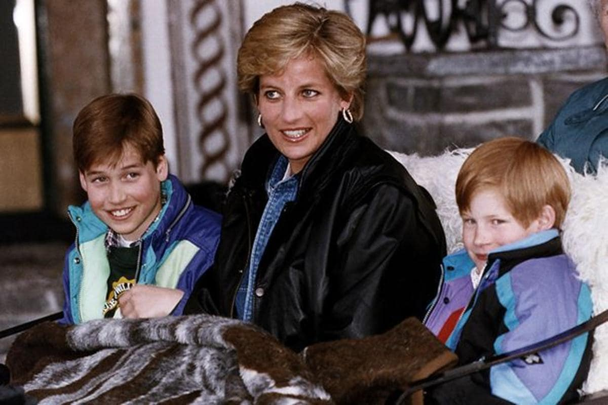 princess diana with her sons-min